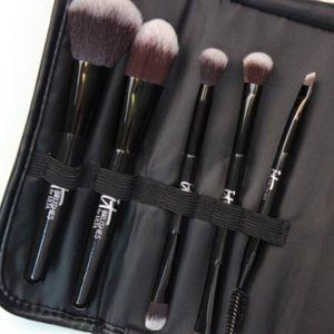It Cosmetics Your Multi Tasker Brush Set & Case